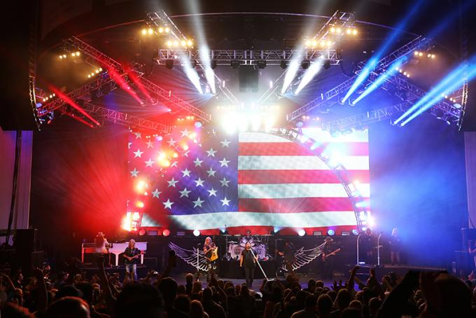 Lynyrd Skynyrd at Verizon Wireless Amphitheatre at Encore Park